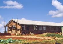Schule aus Lehmsteinen in der Kangemi Mission, 1990