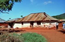Traditionelles Haus in Voi, 1994