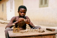 Wachsfiguren für das Ausschmelzen im Gelbgussprozess, Kumasi, 1988