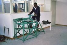 Radbetriebener FCR-Rüttler bei Undugu, 1990