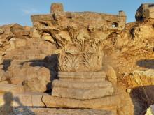 Säulenkapitell am Cardo Maximus