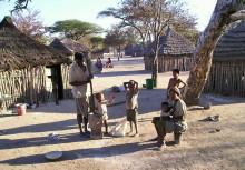 Dorfleben auf Ombili, 2004