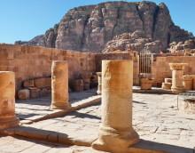 Reste vom Löwen und Greifen Tempel