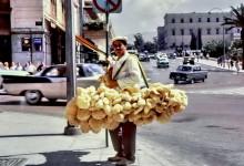 Schwammverkäufer am Syndakma in Athen