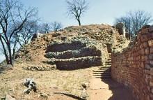 Die Khami Ruinen auf dem Hügel