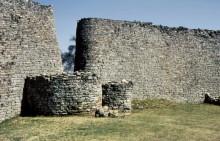 Mauern der großen Einfriedung
