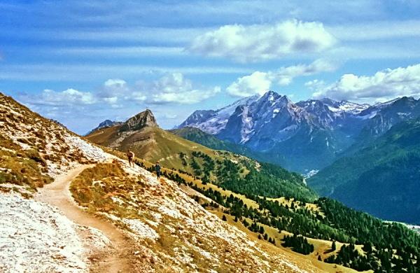 Auf dem Friedrich-August Weg zur Plattkofelhütte mit Blick zur Marmolata