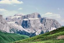 Blick auf die Pordoi Spitze im Sella Massiv