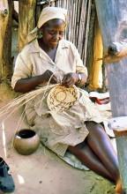 Korbflechten im afrikanischen Dorf, 4.4.1988