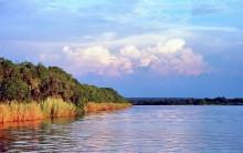 Regenzeitwolken über dem Zambesi