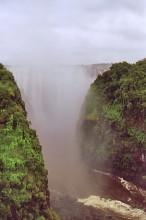 Blick auf die Fälle von der Brücke nach Zambia
