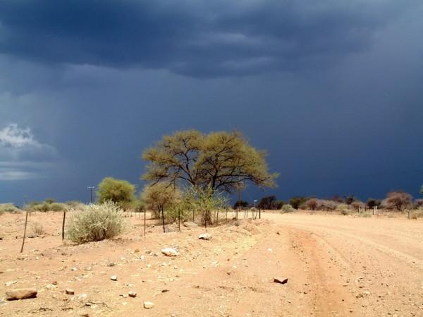 Rückfahrt nach Windhoek im Gewitter, 18.11.2003