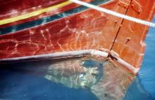 Farben und Spiegelung im Hafenwasser in Skala, Juni 1994