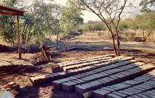 Lehmsteinproduktion bei Ecological Designs, 1986