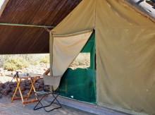 Mein Zelt von außen mit zugestopftem Loch unten, 17.07.2011
