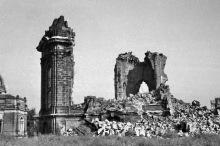 Die Ruine der Frauenkirche, 1953