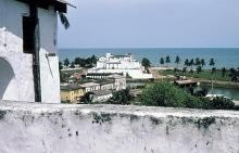 Blick vom Fort St. Jago auf die Burg Elmina, 1976