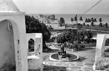 Blick auf die Elmina Burg voim Fort St. Jago, 1971