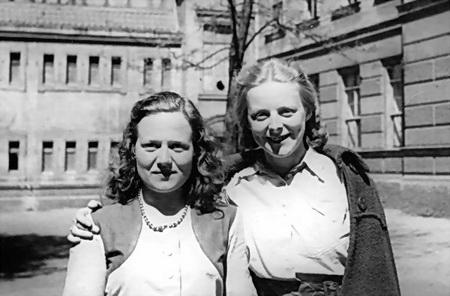 Mit einer Klassenkameradin nach dem Abitur, Juni 1950