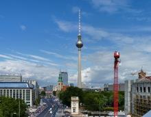 """Blick von der Humboldt-Box zum Fernsehturm (""""St. Ulbricht"""") am Alex, 19.6.2015"""