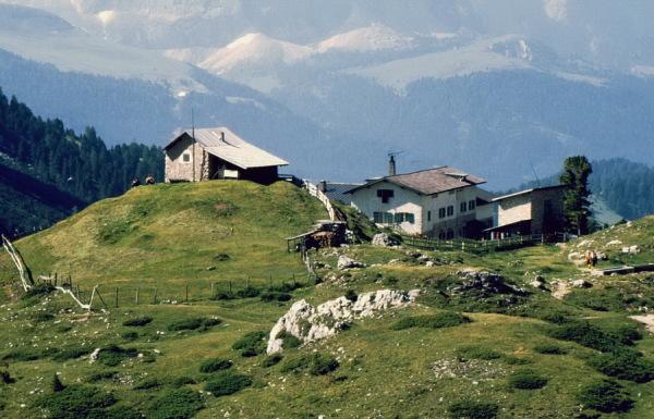 Die Regensburger Hütte mit dem Senner Haus
