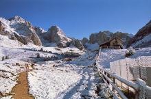 Im Schnee bei der Hütte, 13.9.