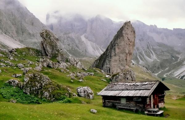 Piera Longia und die Cisle Steine im Regen