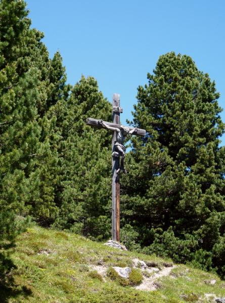 Das Kruzifix oberhalb vom Col Raiser, 8.7.